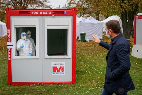 igor-matovic-covid-testing-station-slovakia-2-Nov-credit-vlada.gov (3)